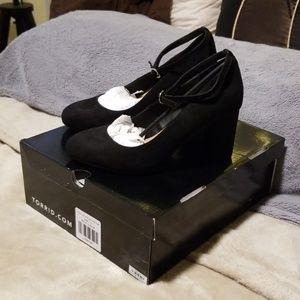 Torrid size 7.5 wide 4inch black ankle strap pump